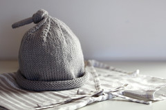 (assemblage) Tags: baby hat grey stripes wrap fabric kimono cashmere knitted habitual stockingstitch lightgrey naniiro