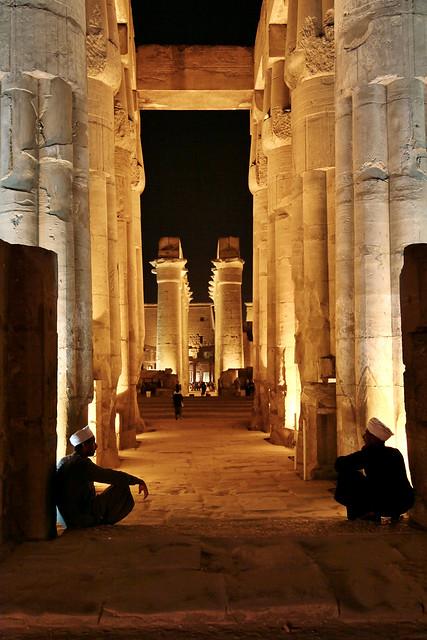 エジプト ルクソール神殿ライトアップ 列柱