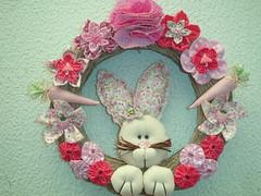 Guirlanda pscoa (Artesanale artes) Tags: pink rosa pscoa guirlanda porta decorao fuxicos coelhinha