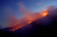 Just before another lava fountain (etnaboris) Tags: italy volcano evening italia 2000 glow serata sicily etna eruption sicilia vulcano nightfall lavaflow incandescente eruzione paroxysm colatalavica southeastcrater summitcraters parossismo crateredisudest craterisommitali millenniumfireworks pizzideneri
