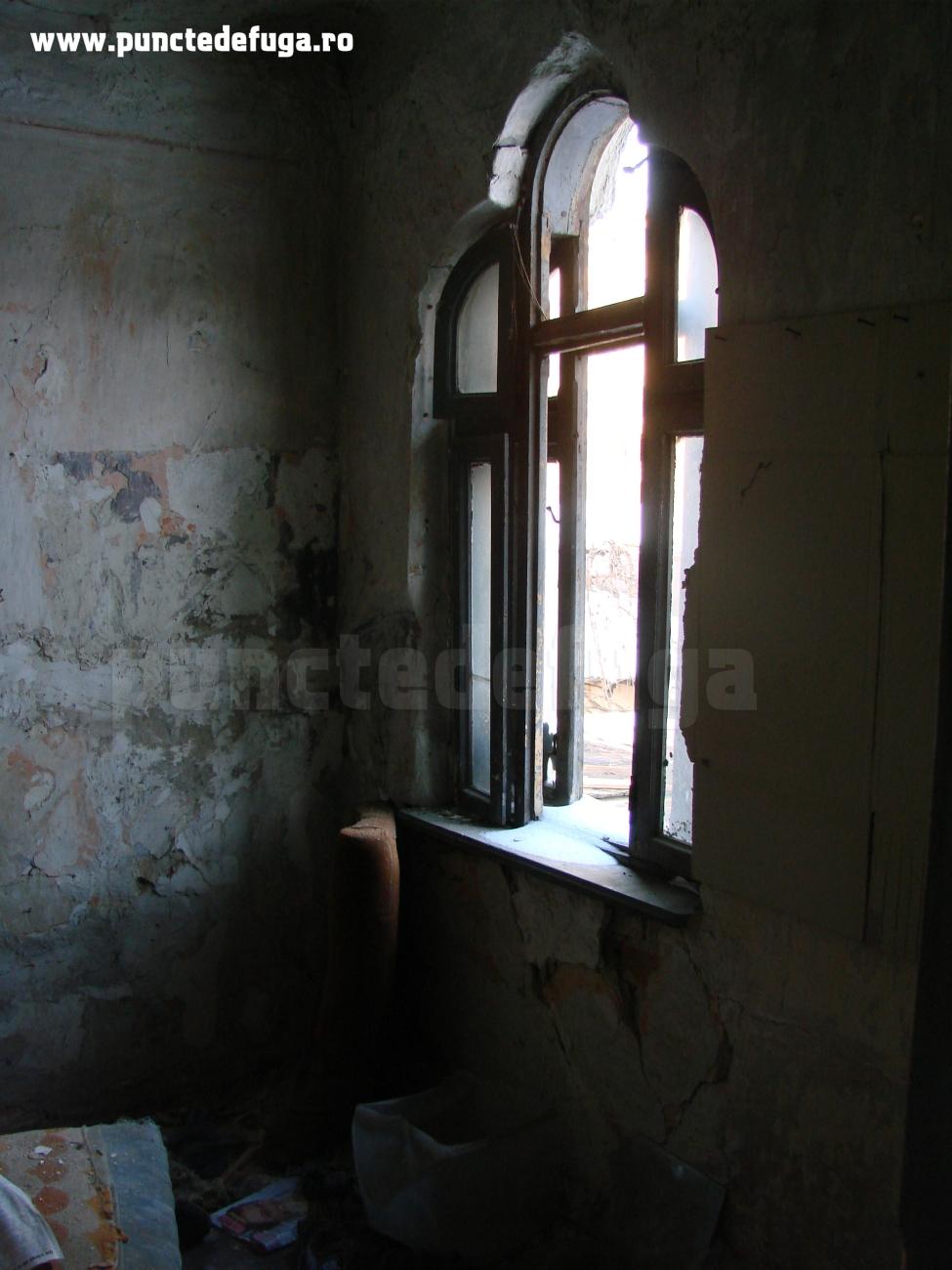 fereastra casa stil neoromanesc