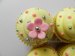 Flower cupcake (Mily'sCupcakes) Tags: flowers baby sol cookies cake de hearts shower cupcakes para caja con topper bautismo acetato personalizado milyscupcakes