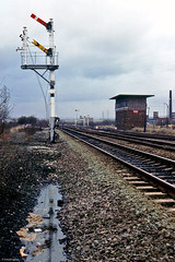 Vitriol Works (Ingy The Wingy) Tags: signalbox britishrailways chadderton britishrailway londonmidlandregion type14design lefthandbracket twodoll tubularmainstem vitriolworks
