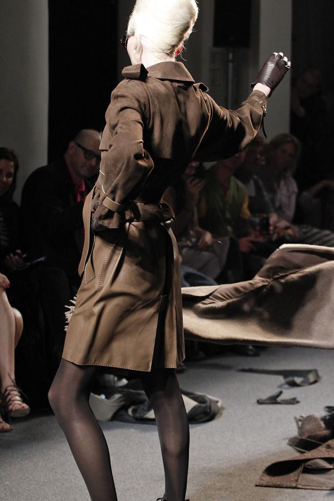Andrej Pejic3192_FW11_Parris_Jean Paul Gaultier Ready-To-Wear(VOGUEcom)