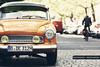 Wartburg (GZZT) Tags: auto street orange berlin car martin strasse rad gwb wartburg radfahrer bln pflastersteine briese scheinwerfer guessedberlin kollwitzstrase gzzt martinbriese gwbdanichtfür