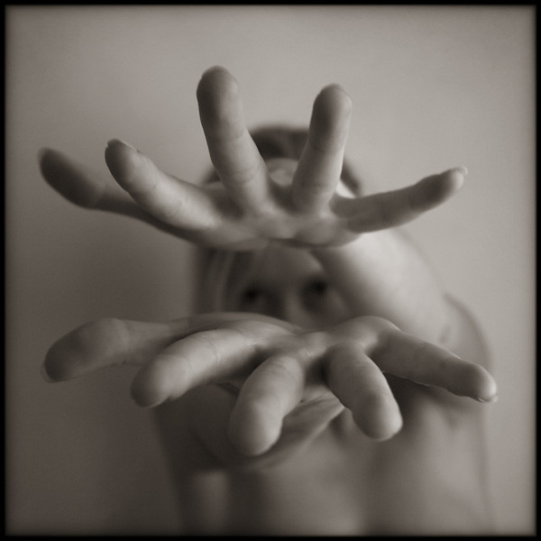 hands photo - Milena (mains) by Pascal Renoux