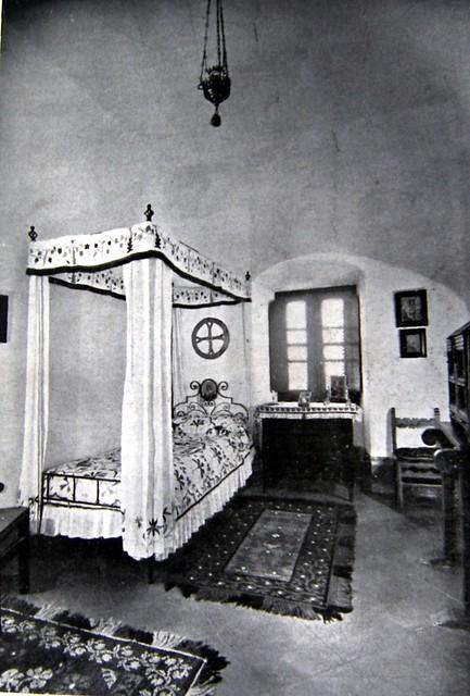 Dormitorio del Hospital Tavera hacia 1947. Revista Arte Hogar