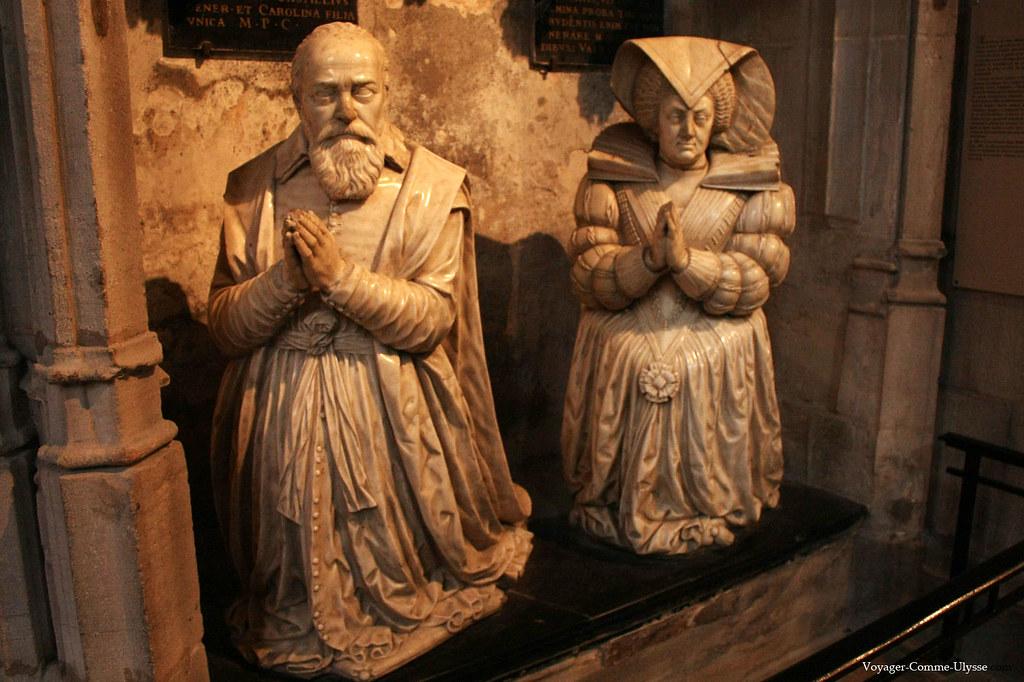 Statues de Pierre Jeannin et d'Anne Guéniot