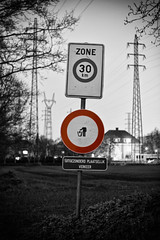 - 93/365 - (Pieter D) Tags: world bw white black never look sign keller high traffic bend head it your always 365 straight hold project365 pieterd 3652011 365the2011edition eyehellen