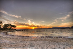 Aegean sunset (Ozan) Tags: sunset sea sun beach strand turkey meer sonnenuntergang trkiye trkei sonne deniz hdr gnbatm sahil gne aegeansea plaj 3xp photomatix zdere egedenizi 14evler