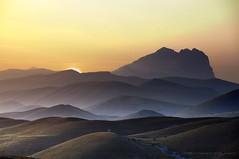 - c o n c e r t o   - (swaily ◘ Claudio Parente) Tags: panoramilaquila laquila gransasso calascio sunset tramonto montagne nikon d300 swaily claudioparente