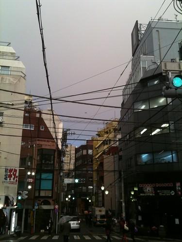 夕方の雨、雨雲に夕日 (2011/1/26)