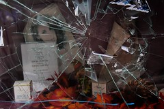 district 04 (- Carsten -) Tags: wuppertal vohwinkel deutschland stadt city germany nrw district quarter stadtviertel bezirk stadtbezirk alemanha shop window broken smashed schaufenster scheibe schaufensterscheibe eingeschlagen kaiserstr kaiserstrase glas muster