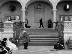 Una Limosna despus de Misa/An Alms after Mass (Joe Lomas) Tags: photostakenwithaleica leica madrid espaa spain 4tografie indigente pobre limosna mendigo beggar poor poverty pobreza indigencia limosnero pordiosero necesitado calle urbano street iglesia church arcos arch escaleras stairs steps escalones peldaos ancianos gentemayor elderly viejos viejecitos terceraedad personasmayores oldpeople mayores leicaphoto bn byn bw blancoynegro blackandwhite