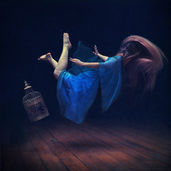 sink or swim (brookeshaden) Tags: water swim spider underwater sink bubbles cage brookeshaden texturebylesbrumes