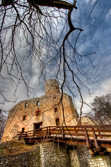 Lipowiec - different view (Mariusz Petelicki) Tags: castle ruins poland polska hdr zamek małopolska ruiny 3xp lipowiec mariuszpetelicki nadwiślańskiparketnograficzny castlelipowiec