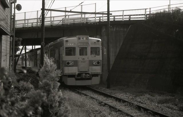 電車の白黒写真のフリー写真素材