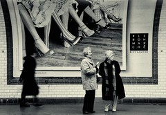 ~ balade sous-terrain ~ underground walk ~ (Janey Kay) Tags: winter blackandwhite paris blancoynegro gare noiretblanc hiver streetphotography bahnhof trainstation sep february bp schwarzweiss februar fvrier lebonmarch 2011 mtroparisien nikkor18200mmvr janeykay niksilverefexpro mtropigalle nikond300s photographiedelarue larouteindienne lesdamesdanslemtro atleastithinkitspigalleitcouldalsobestalingrad ladiesinthemtro