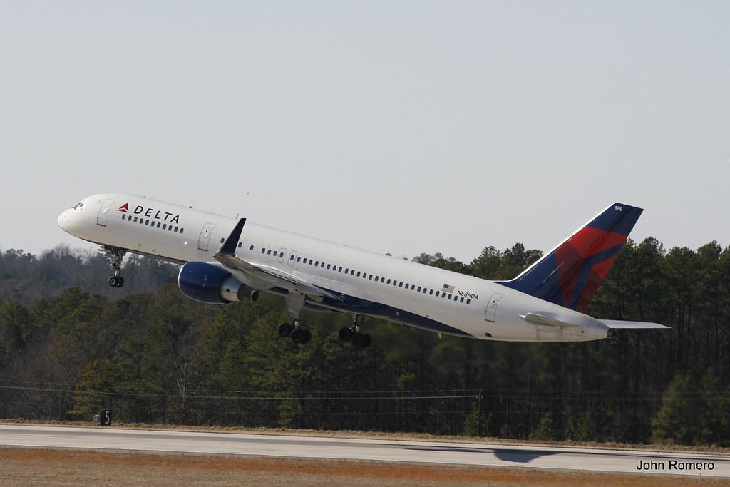 Delta Airlines Boeing 757-232 N686DA