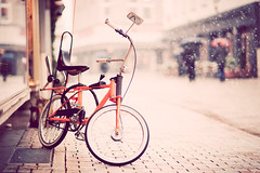 oo (besimo) Tags: street winter people snow bike shop umbrella f14 february bielefeld d700 cyroline besimmazhiqi levelandtap 85mm14g gettyimagesgermanyq1