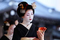 (Tamayura) Tags: japan nikon kyoto shrine maiko   feb kansai d300 yasaka 2011 mamemaki sestubun 70200mmf28gvrii 201102021502101