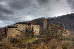 Gombola (Maver-71) Tags: castle landscape castello hdr pavullo frignano canon40d appenninosettentrionalealpinatura