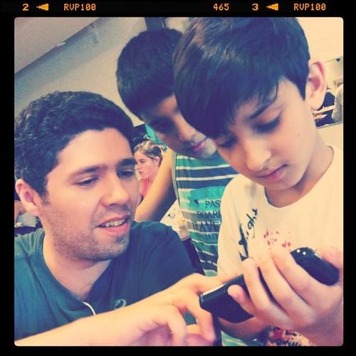 @AndersonCosta ensinando #aos8 a jogar Fruit Ninja #pequenosgeeks