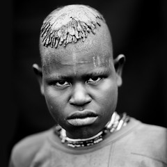Menit woman with cross scar on the face - Omo Ethiopia (Eric Lafforgue) Tags: africa people blackandwhite woman haircut face look blackbackground female person noiretblanc market interieur portait femme headshot indoors clay omovalley inside marketplace ethiopia 0711 hairstyle tum personne humanbeing marche scars argile scarification tete visage regard contemplation coiffure headandshoulders hairdress omo eastafrica carre darkbackground lookingatcamera traditionalclothes cicatrices toum blackandwhitepicture dedans squarepicture abyssinie christiancross menit afriquedelest traditionalhairstyle etrehumain vueinterieure habittraditionnel photoennoiretblanc meinit regardantlobjectif peoplesoftheomovalley teteetepaules imagecarree peuplesdelavalleedelomo coiffuretraditionelle habittraditionnels croixchretienne croixlatine peuplemenit menitpeople tribudesmenits menittribe meinitpeople meinittribe