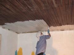 A pintar o tecto