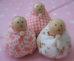 Rosas * (Estefânia Zica) Tags: doll handmade artesanal fabric boneca tecido crafter feitoamão fanacoelho lendavietnamita 3maras