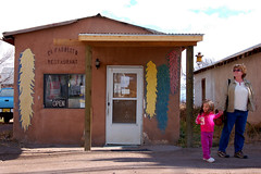 El Farolito Restaurant (Larry Lamsa) Tags: chile newmexico restaurant nm authentic elfarolito redchile greenchile lamsa elrito