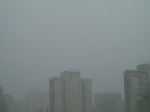 dia de chuva branco
