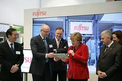 026_CeBIT_Fujitsu_Blog_Merkel_-20110301-100857 (Fujitsu_DE) Tags: cebit halle2 erstertag cebit2011 cebit11