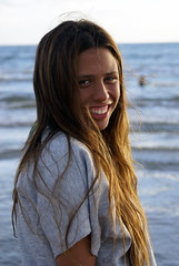smiling girl at the beach (Maria Chanourdie) Tags: sunset portrait people color colour praia beach girl smile face uruguay atardecer mujer tramonto chica gente retrato cara playa prdosol teen sonrisa plage puntadeleste sorrissi