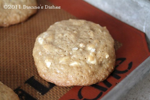 White Chocolate Cashew Cookies: Up Close