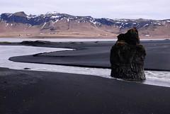 Lava Beach (sillie_R) Tags: sea beach water rock coast iceland lavabeach dyrholaey reynisdrangar lpbays