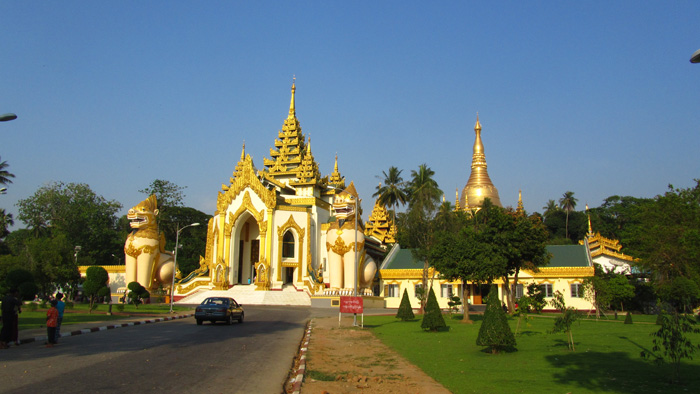 5511273686 7ba60cba57 o Shwedagon Pagoda   Pictures of Burmas Most Sacred Site