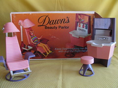 Dawns Beauty Parlor (Retro Mama69) Tags: vintagetoys retrotoys childhoodtoys juguetesnrfb amscotoys dawnsbeautyparlor toysmintcondition nrfbtoys dimestoretoys toysinpackage toysmadeinchina toysmadeinjapan