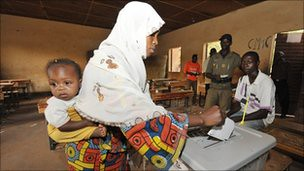 The Niger military says that the voting in the run-off national elections went smoothly in this West African state. The military is saying that the results could serve as a model for other African states. by Pan-African News Wire File Photos