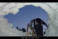 Building The Igloo (der.br) Tags: schnee sky snow cold building is build kalt limit bauen igloo iglu allgu allgeau