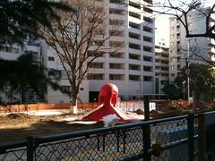 今朝のタコ。たこ公園の工事はまだ終わらず  (3/17) #ebisu