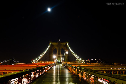 """Super"" moon on Brooklyn Bridge"