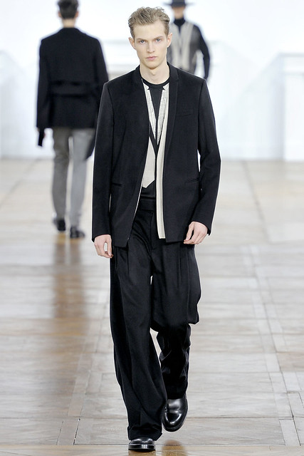 FW11_Paris_Dior Homme024_Adrian Bosch(VOGUEcom)