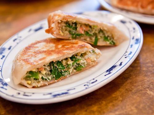 韭菜盒子 (chive pastries)
