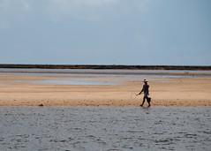 Catando Mariscos (Walbron Siqueira) Tags: mar barcos natureza paisagem seguro portoseguro yemanja navios escunas guaiu arraialdajuada praiaferiasguaiporto praiadeguaiu