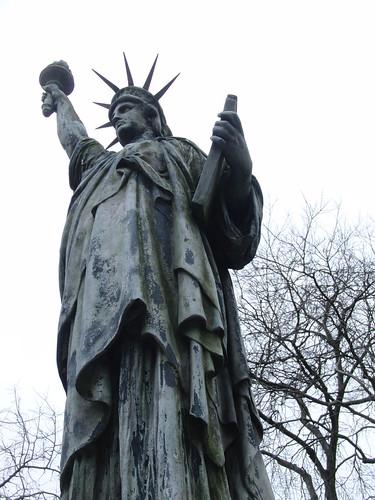 estatua de la libertad, a tamaño mini, en recuerdo de las víctimas del 11S