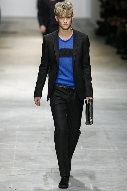 Alexander Johansson3244_FW11_Milan_Costume National(VOGUEcom)