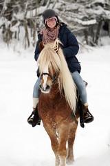 Camilla på hest