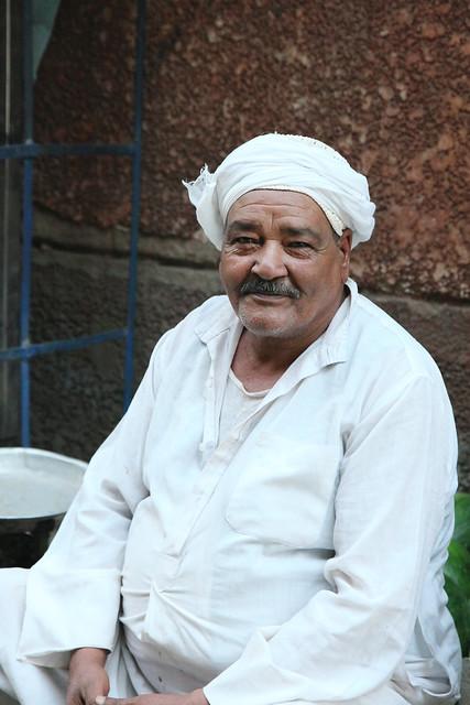 エジプト ルクソール 路地にいたおじさん