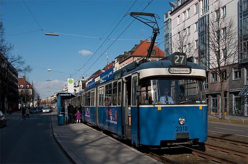 Kurzer Halt an der Haltestelle Herzogstraße